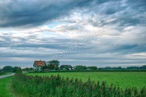 Zware wolken boven Zuidhaffel-Texel