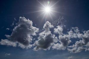 Wolken met zonstereffekt