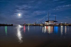 Haven Oudeschild bij maanlicht